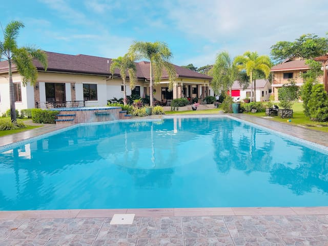 Exclusive Vacation Villa with own pool in Pampanga