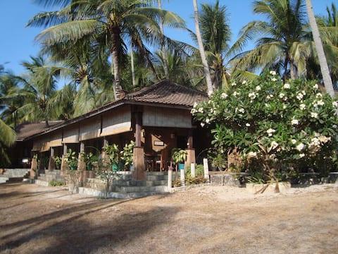 Villa Sedeoen/ Bedroom #1 - Nembrala, Rote Island