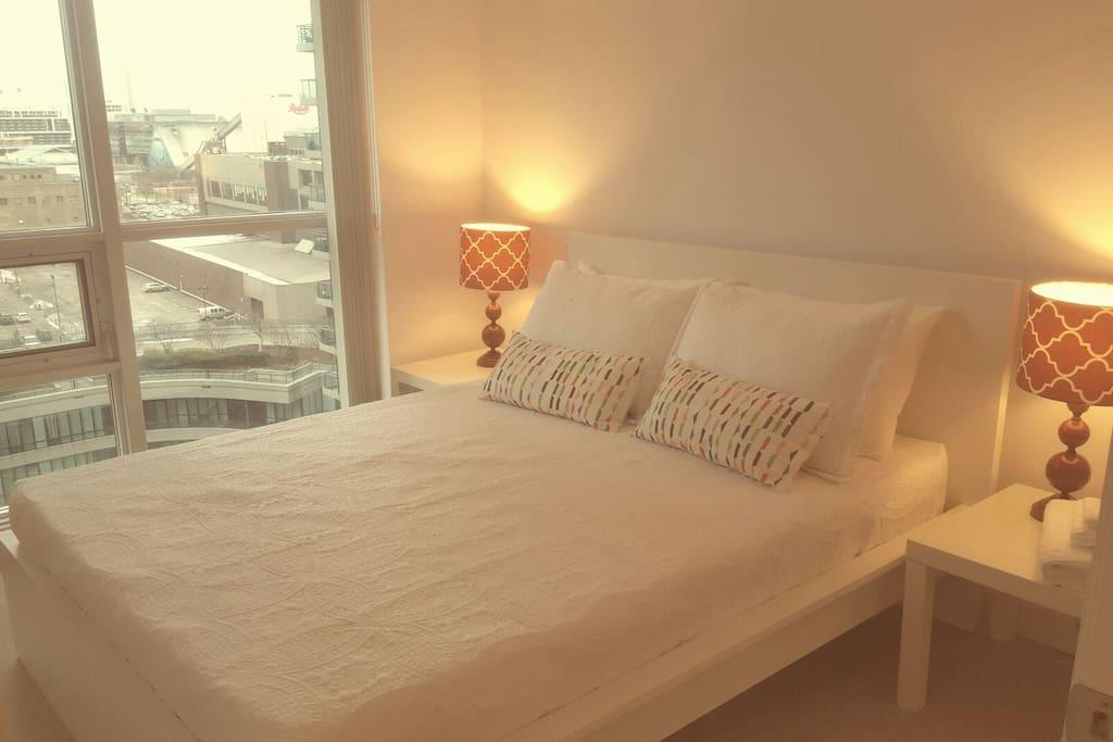 Luxury One Bedroom Condo Cn Tower Apartments For Rent In Toronto Ontario Canada