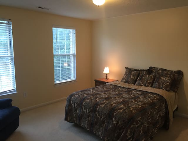 Private bed/bath in quiet neighborhood - Frederick - Casa