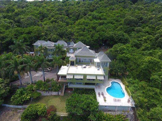 10 BdRm Ocean View Villa (Tennis Court,Pool,Staff)