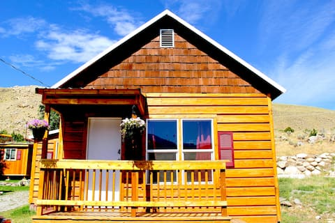 2 bedrooms & 2 bathrooms cabin, close to YNP