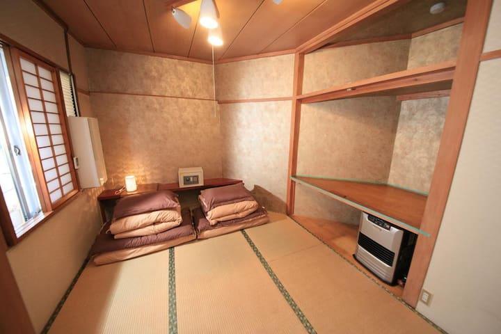 Takayama Station Hostel Basic Twin with SharedBath