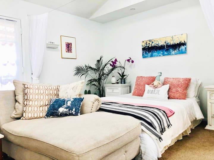 Charming and stylish Guest Suite in the Goodland