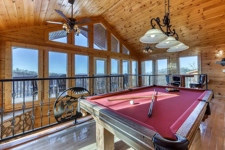 Lovely cabin with hot tub, theater, game room, community pool, & mountain views