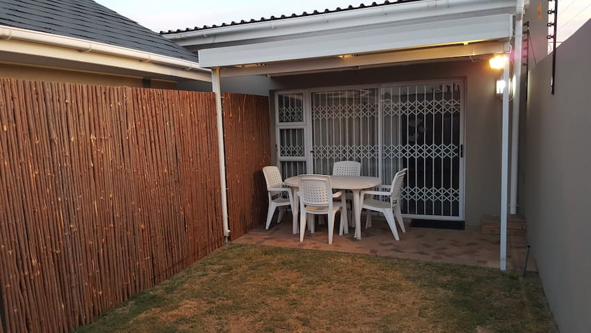Private &Spacious Garden Chalet for Xmas Holidays