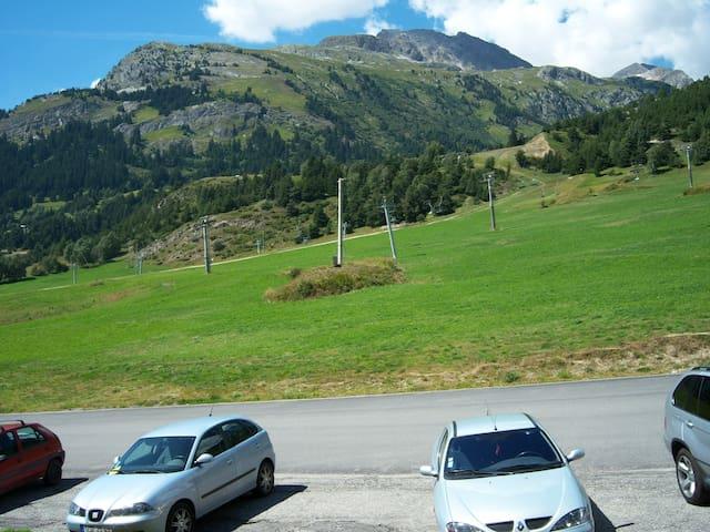 Appartement à AUSSOIS face à la montagne !