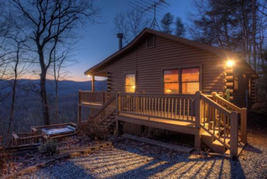 Sunset peak cabins for rent in cherry log georgia for Large cabin rentals north georgia