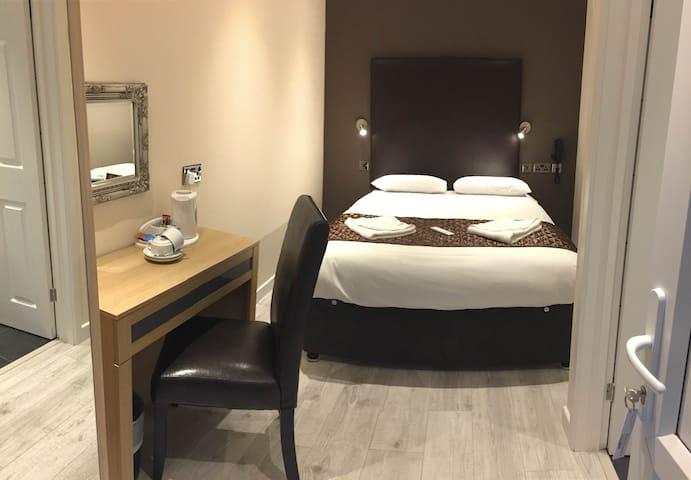 Gatwick Belmont Hotel Double en suite Room