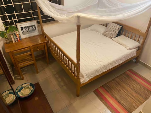 Room in spacious home from home, Muyenga