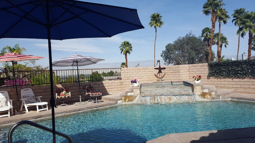JOSEPHINE'S ROOM. LIVE THE GOOD LIFE! POOL PARTY. - Cathedral City - Bed & Breakfast