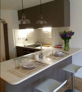 luxurious brighton marina apartment with parking - 브라이튼(Brighton)