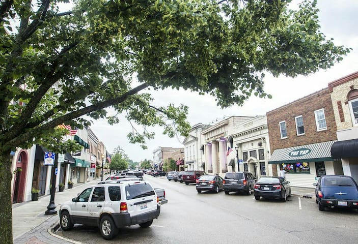 Historic downtown Crystal Lake. Follow the link for current events and shopping opportunities. https://downtowncl.org