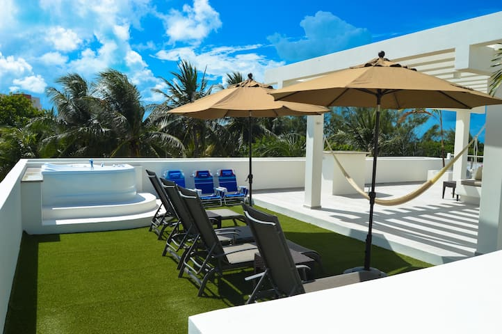 New Penthouse! Downtown, ocean view rooftop! - Isla Mujeres - Flat