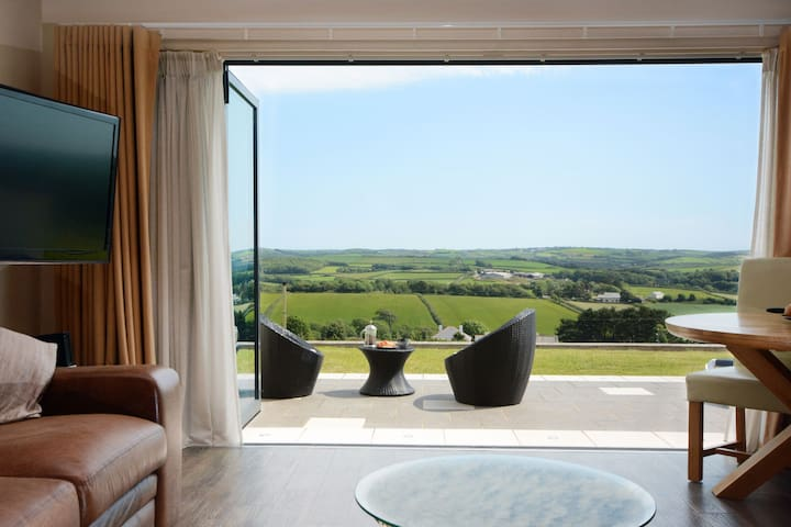 Milky Way - Luxury Cornish retreat for two near Bude