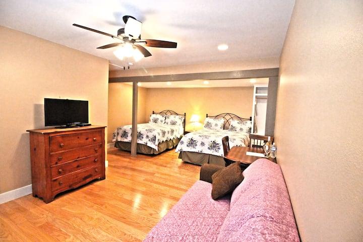 Peach Tree Inn & Suites | Double Queen Room
