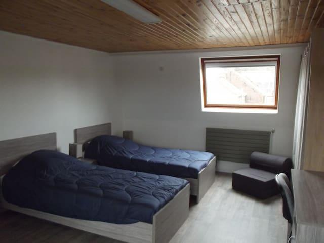 2 chambres + salle de bain + cuisine + séjour