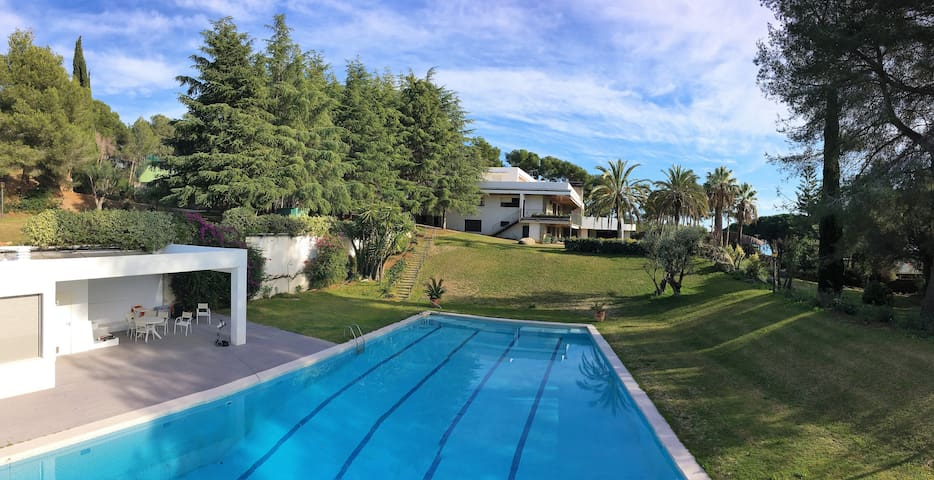 Mansion for 24+ next to Barcelona and the beach - Sant vicenç de Montalt - Villa