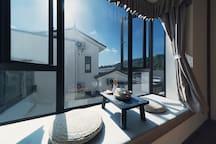 房源区域 - 房间窗户外是苍山