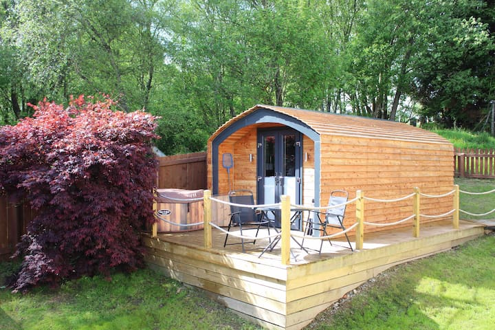 Munro's Deluxe Pod with hot tub - Ben Nevis view