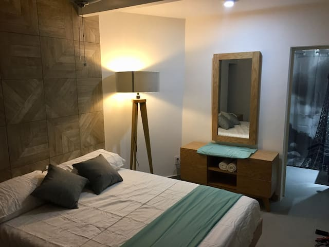 Modern n Cozy  room  3 blocks from city center