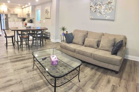 Charming New Apartment in Pickering
