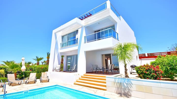 Modern Villa in the Heart of Coral Bay with Private Pool