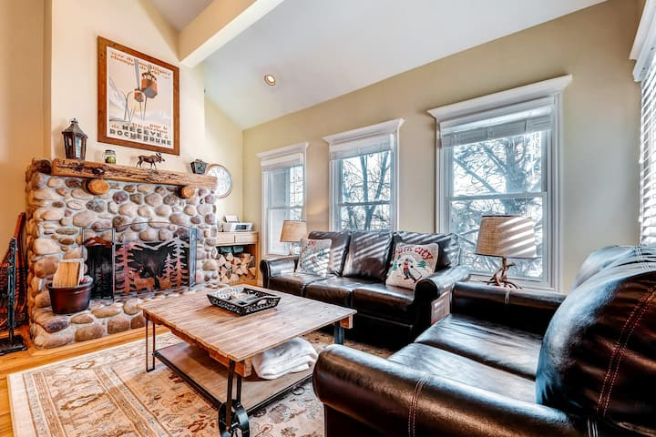 Warm up in this cozy condo - just three blocks from Park City Mountain Resort!