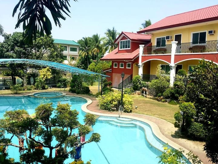Gardenville Private Pool Spring Resort Laguna