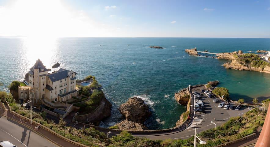LES FALAISES ENTRE CIEL & OCEAN La plage,la vue !!