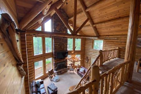 Stunning modern log cabin on spacious 1.5 acres!