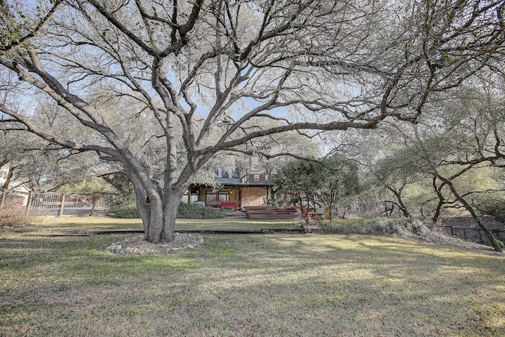 Lakeland Escape, Home w/ access to Lake Austin