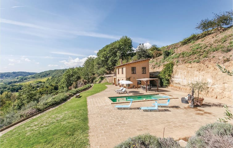 Holiday cottage with 2 bedrooms on 75m² in Castiglione T. VT