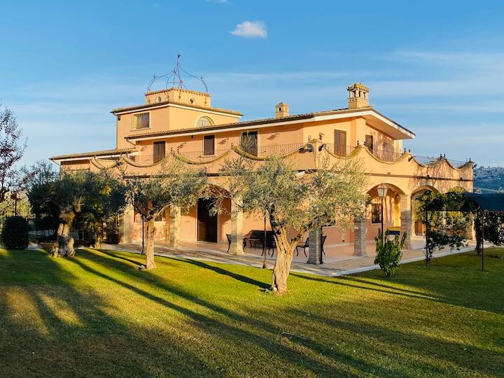 relais toula villa con 7 camere private e piscina