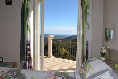 Chambre dans villa, piscine couverte, vue mer. - Peymeinade - 宾馆