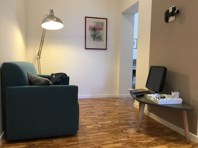 Quiet, bright apartment a step from the center