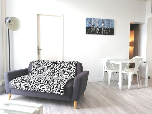 **** Apartment T2 in MENTON city center ****