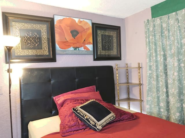 Charming Fresh Room. West Palm Beach. FL. 33411