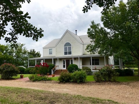 Country House at Shady Grove