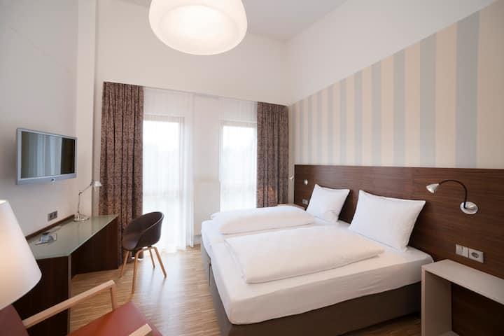 Hotel und Gasthaus Seehörnle, (Gaienhofen-Horn), Atelierdoppelzimmer, DU/WC, OG