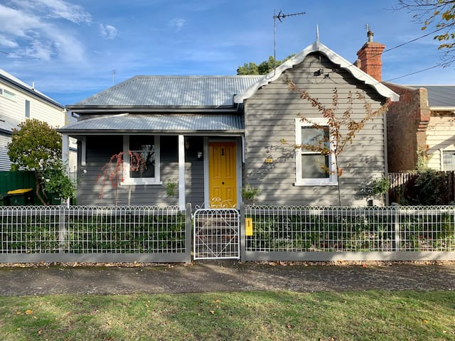 Raglan Cottage : Convenient central location