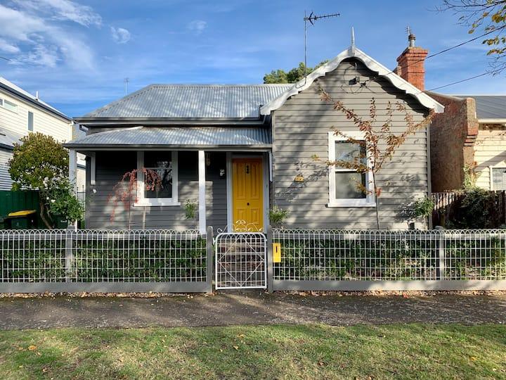 Raglan Cottage : Convenient central location
