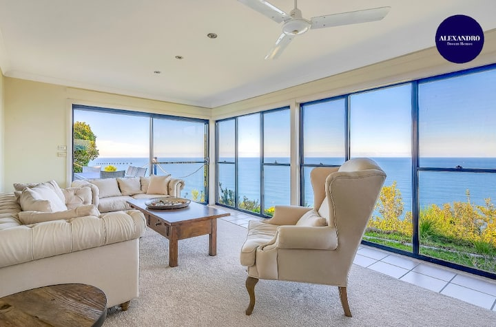 STUNNING CLIFF TOP HOME // POOL & GAMES