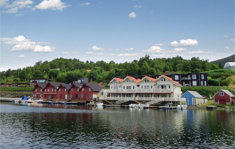 Holiday apartment with 4 bedrooms on 110 m² in Valevåg