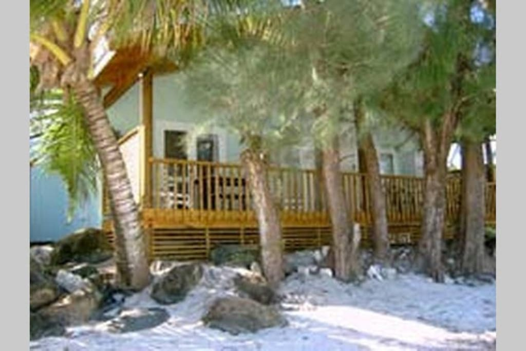 Absolute beachfront bungalow with 2 studio units