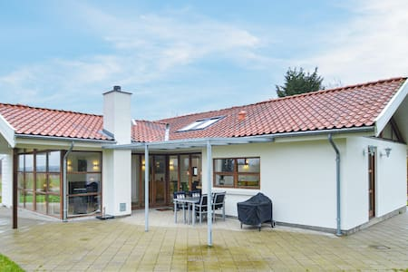 Holiday cottage with 3 bedrooms on 120m² in Bogø By