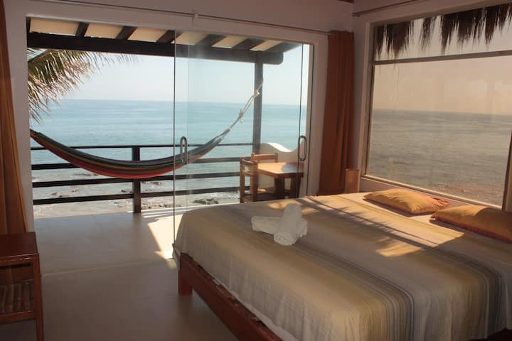 Incredible Ocean view with King bed & Aircon (E)