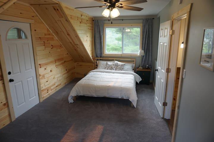 Upstairs porch bedroom (queen)