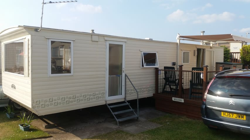 3 Bed static caravan to hire in Brean, Somerset - Berrow