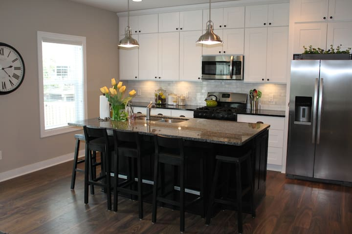 2016 Ryder Cup- Walking Distance - New & Sparkling - Chanhassen - House
